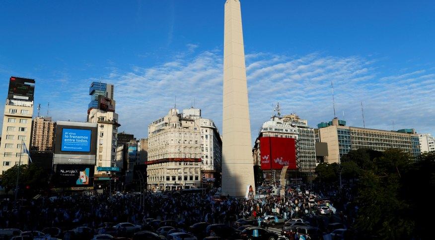 Manifestantes contra medidas de quarentena se reúnem em Buenos Aires, na Argentina