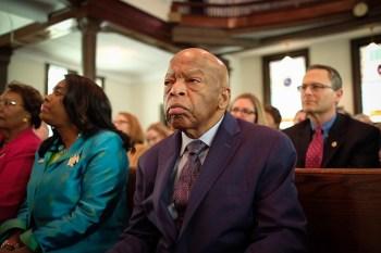 Parlamentar sobreviveu a um espancamento brutal da polícia durante a marcha em Selma, Alabama, em 1965