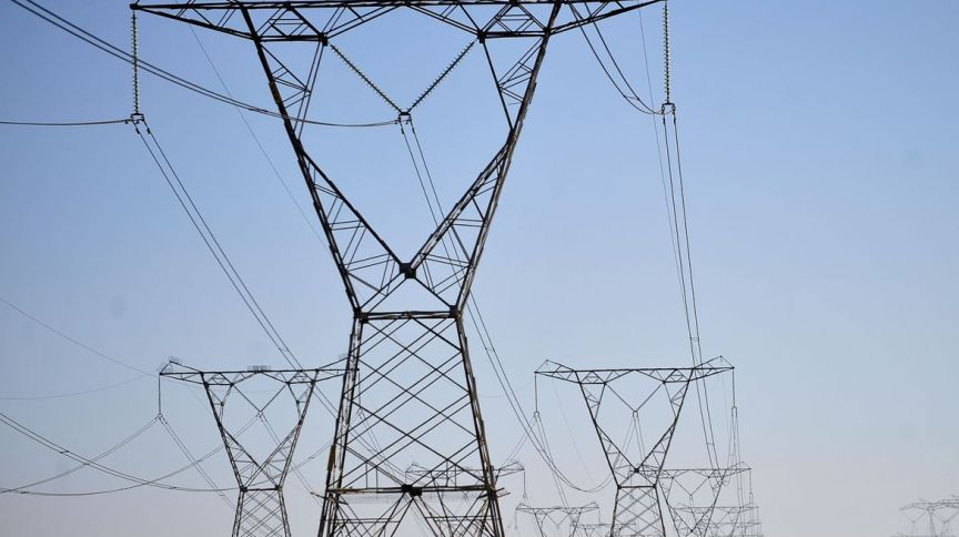 Torres de energia: no 3º tri de 2019, Cemig teve prejuízo de R$ 282 milhões