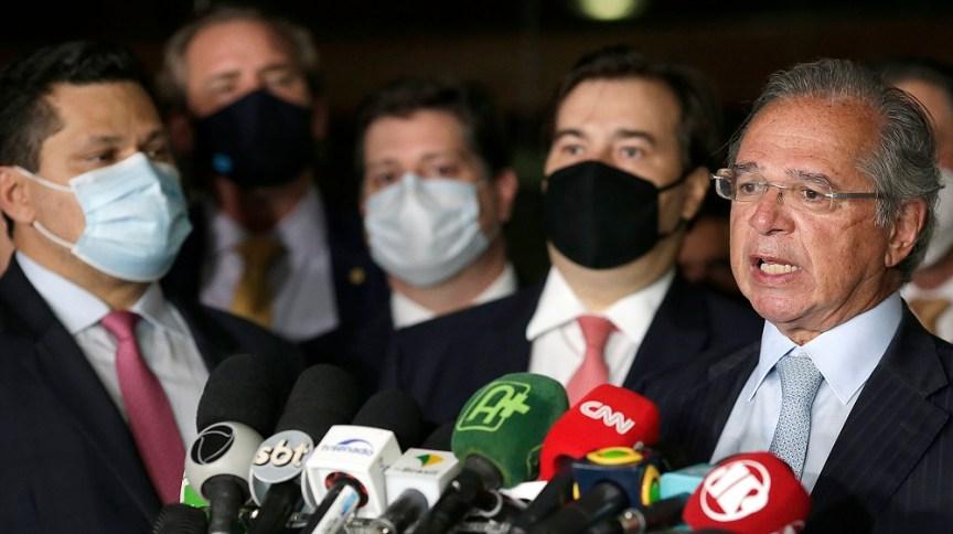 O ministro Paulo Guedes, e os presidentes do Senado e da Câmara, Davi Alcolumbre e Rodrigo Maia