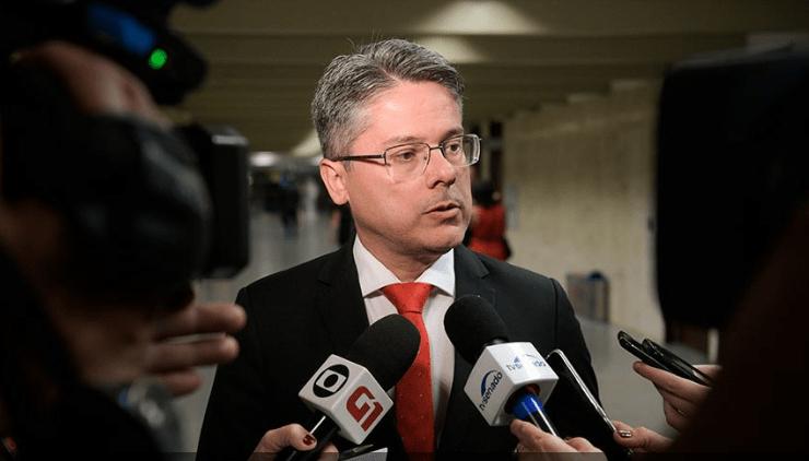 O senador Alessandro Vieira (Cidadania-SE) contesta no STF votação da PEC