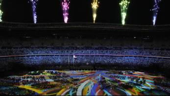 A cerimônia aconteceu nesta terça-feira (24) e contou com os atletas Evelyn Vieira de Oliveira e Petrúcio Ferreira dos Santos representando a delegação brasileira