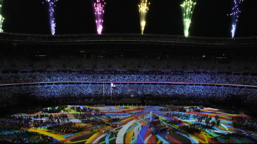 Atletas assistem à queima de fogos na Abertura dos Jogos Paralímpicos de Tóquio - 24 ago. 2021