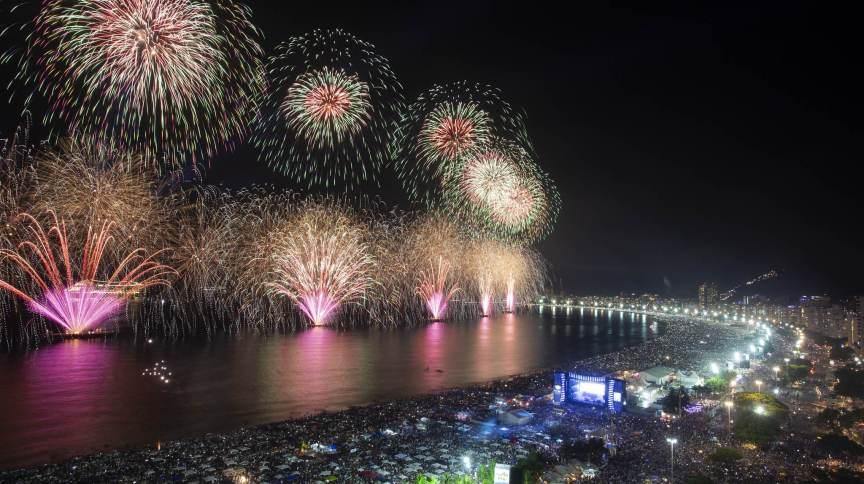 Queima de fogos na praia de Copacabana no Réveillon de 2019