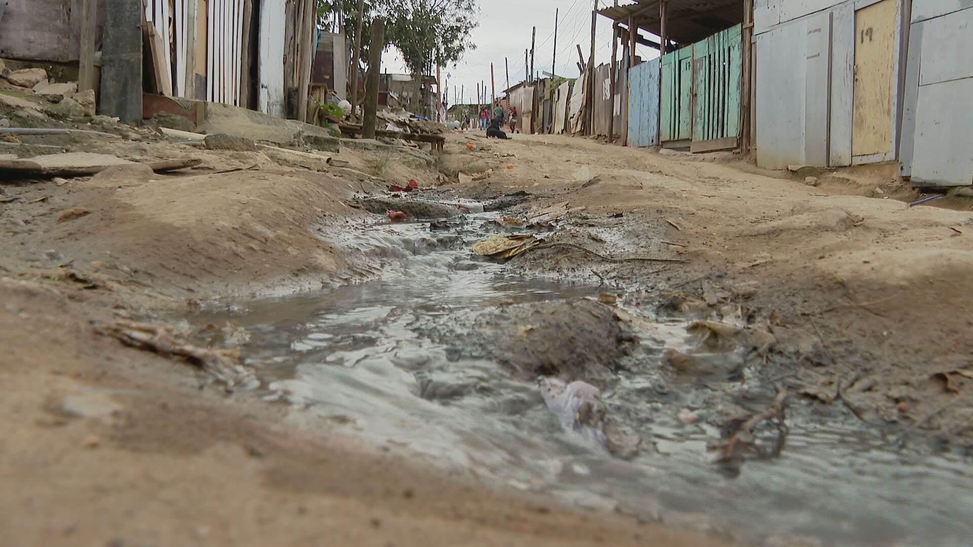 28% das crianças brasileiras estudam em escolas sem saneamento