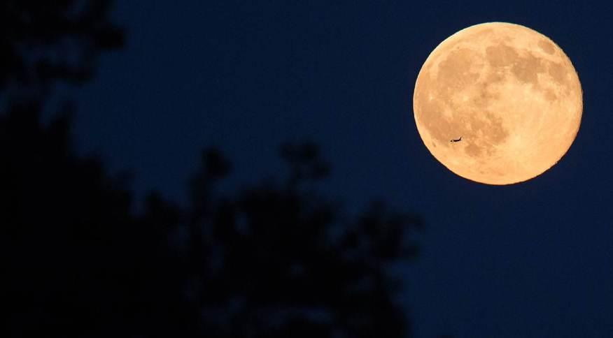 """Nasa registra foto de lua cheia conhecida como """"Blue Moon"""" (""""Lua Azul"""")"""