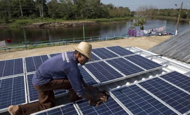 Placas solares instaladas em Vila Nova do Amanã (AM)