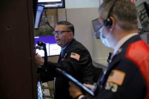 Nove dos 11 principais setores do índice S&P 500 subiram na manhã desta segunda-feira (23)