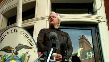 Decisão do tribunal anulou o status de Assange como cidadão equatoriano, que foi concedido a ele em dezembro de 2017; ativista está preso no Reino Unido