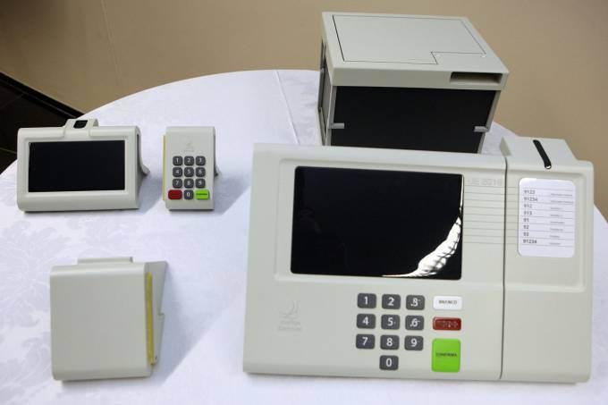 Protótipo de urna eletrônica com impressora acoplada