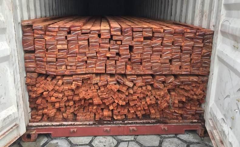 Alguns carregamentos de madeira ilegal encontrados, já em Manaus