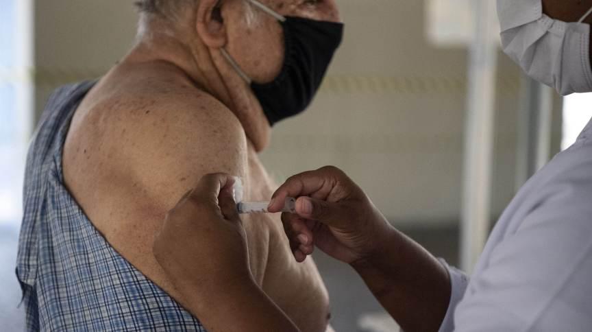 Piatã inicia aplicação da dose de reforço  em profissionais da Saúde e idosos a partir de 70 anos