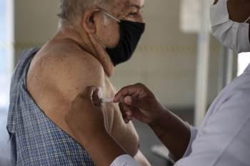 Capital fluminense inicia nesta quarta-feira (1) a aplicação da terceira dose em idosos residentes em Instituições de longa permanência