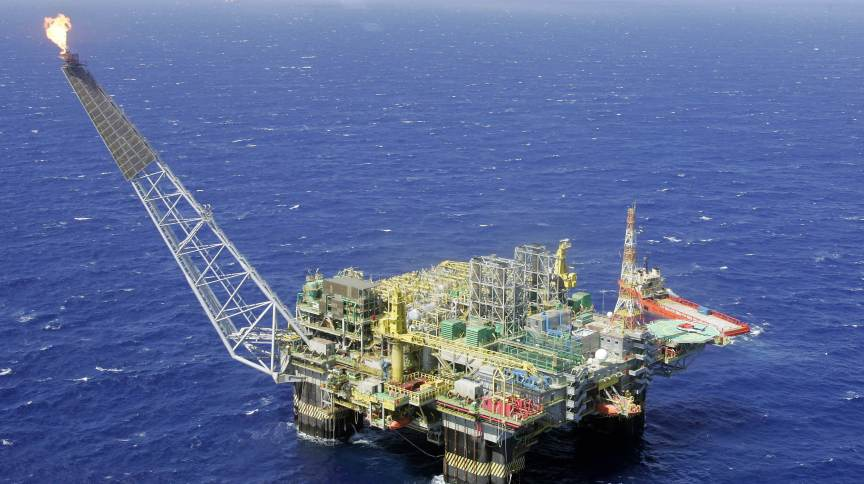 Plataforma da Petrobras na Bacia de Campos, litoral do Rio de Janeiro