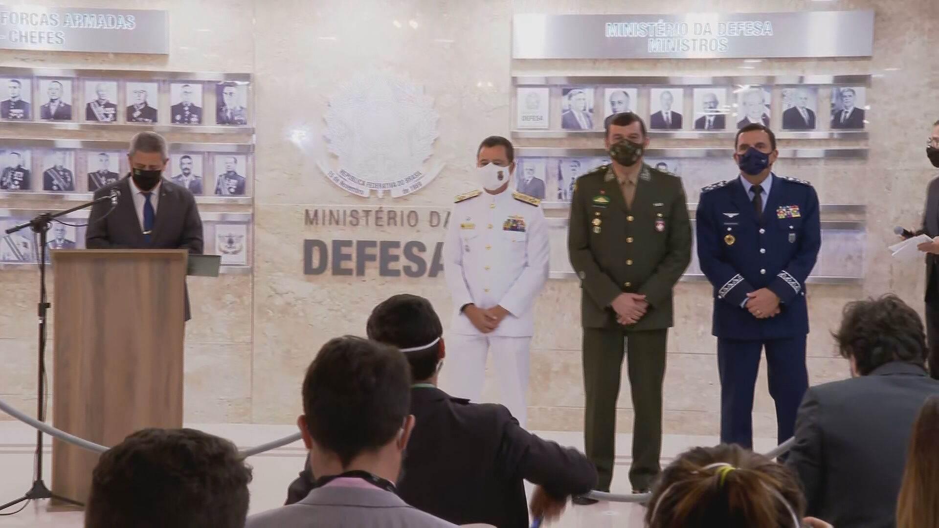 Ministro da Defesa, Braga Netto, apresenta os três novos comandantes das Forças