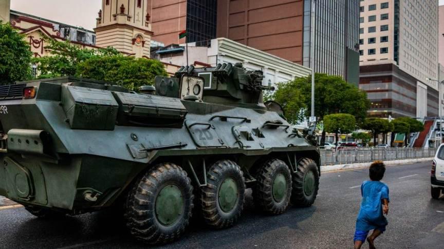 Exército toma as ruas de Mianmar