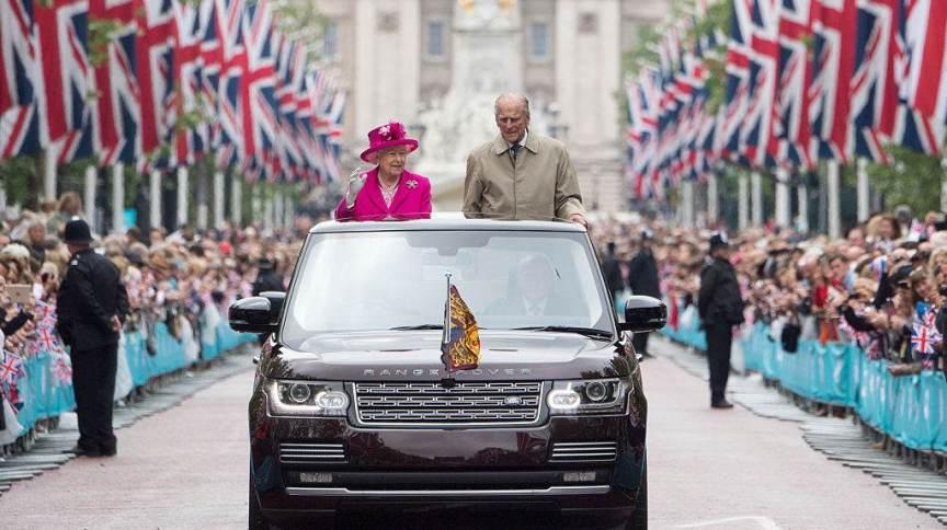 Philip participa com Elizabeth II das celebrações do 90º aniversário da monarca britânica