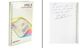 Lançado em 1977, o Apple II foi o primeiro produto de sucesso da empresa e é considerado um dos primeiros computadores feitos para o mercado de massa