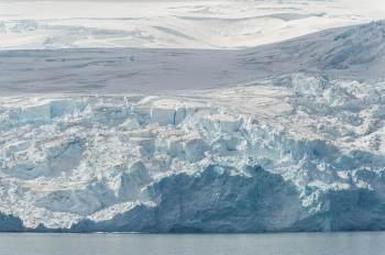 Enquanto as temperaturas caem no Polo Sul, o contrário acontece no Polo Norte e no restante do globo