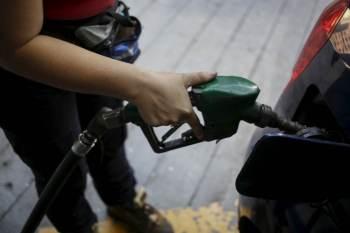 Procon-SP irá fiscalizar se a origem do combustível com o qual os veículos estão sendo abastecidos está sendo informada na bomba