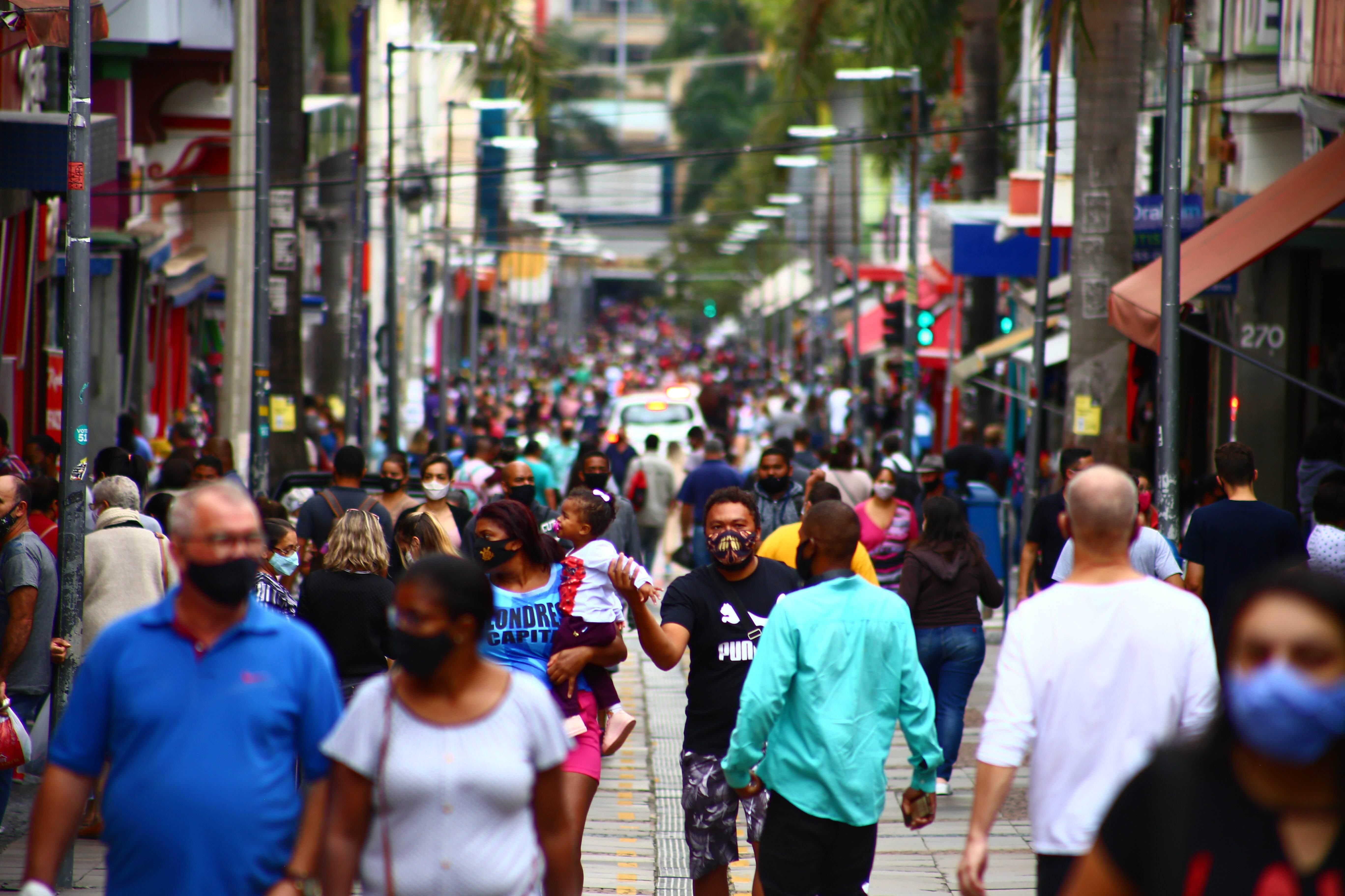 Movimentação no centro de Campinas, em São Paulo, em meio a pandemia da Covid-19