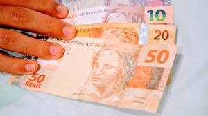 Governo publica decreto que eleva IOF para bancar Auxílio Brasil; veja o que muda