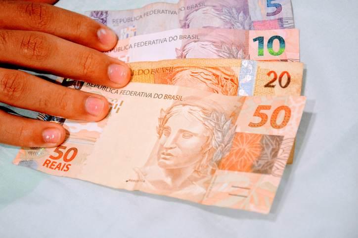 Presidente Jair Bolsonaro assinou decreto para elevar temporariamente alíquotas do IOF
