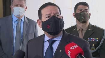 Bolsonaro anunciou neste sábado (14) que levará ao Senado pedido para instaurar processo contra os ministros Alexandre de Moraes e Luís Roberto Barroso