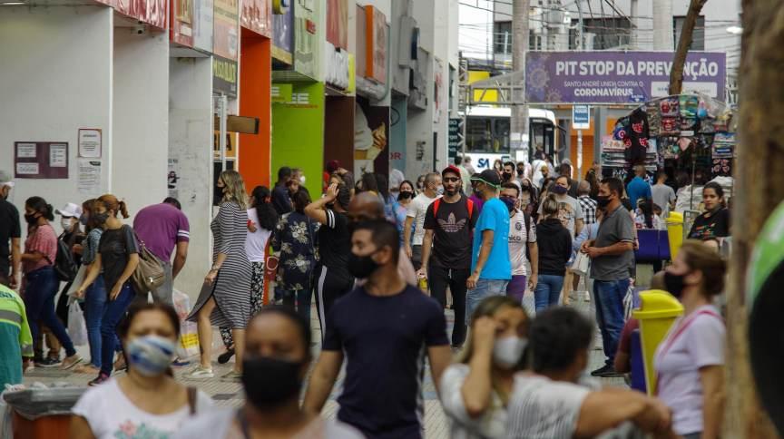 Movimentação no comércio na cidade de Santo André (SP) durante pandemia da Covid-19