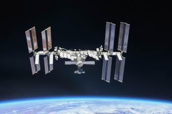 Fumaça começou do lado russo da ISS; segundo a Roscosmos, a situação foi controlada e os cosmonautas continuam o treinamento regular para caminhada espacial