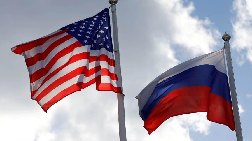 Bandeiras dos Estados Unidos e da Rússia