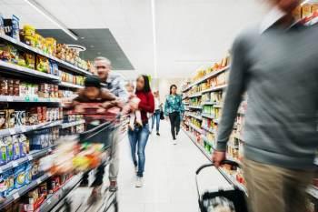 No Extra, hipermercado do Grupo Pão de Açúcar, as vendas caíram 24,1% de abril a junho. No Pão de Açúcar, recuaram 13,9% e, no Carrefour, 7,3%