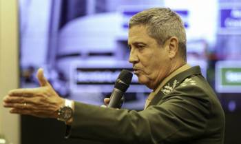 Braga Netto disse na presença do presidente Jair Bolsonaro (sem partido) que não vai ter eleição no ano que vem sem voto impresso