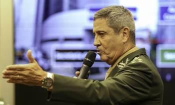 General discursou durante entrega de espadins aos cadetes da turma Arion da Academia da Força Aérea Brasileira ocorreu em Pirassununga (SP)