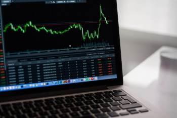 Influência negativa no mercado nacional foi intensificada pelos dados da indústria, cuja produção caiu pelo terceiro mês seguido em agosto
