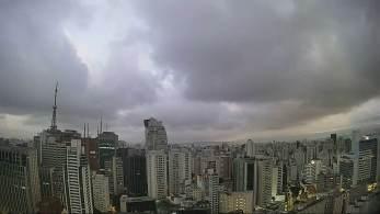 São Paulo deve ter o sábado com chuviscos; mínima deve cair para 11 graus neste domingo (18)