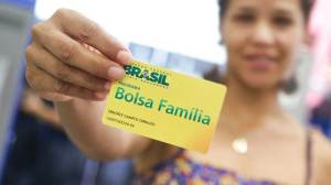 """Novo Bolsa Família pode custar R$ 133 bi a mais, com R$ 106 bi """"extrateto"""""""