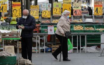 Na comparação mensal, os preços no bloco avançaram 0,4%, também em linha com a estimativa inicial da Eurostat.