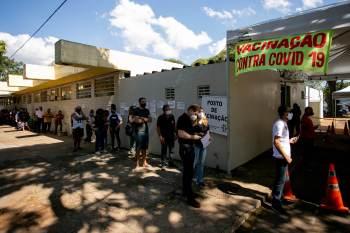 Nesta terça-feira (10) foram registradas 1.211 mortes e 34.885 novos casos de Covid-19 no Brasil