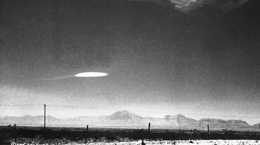 Ovni avistado perto do Centro de Desenvolvimento Aéreo Holloman, no Novo México, EUA