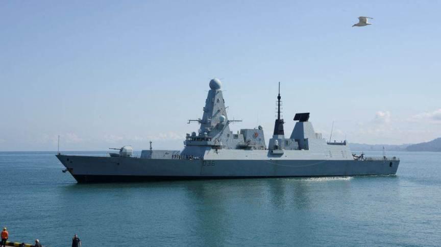 Documentos secretos encontrados em ponto de ônibus tinham relação com passagem do navio de guerra britânico HMS Defender perto da Crimeia