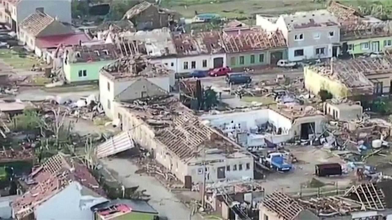 Tornado raro deixou rastro de devastação e mortes na República Tcheca