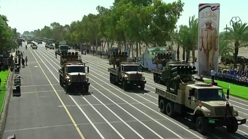 Irã apresenta armas em desfile militar; país disse ter drones com alcance de 7 mil km