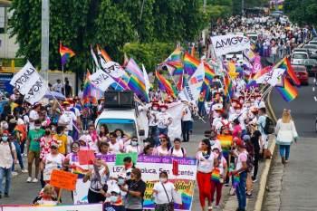 Em entrevista à CNN, o professor de direito da Unifesp Renan Quinalha também afirmou que os avanços dos direitos LGBTQIA+ devem ser celebrados no mês do Orgulho