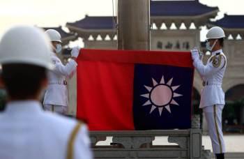Pequim disse que suspenderia as importações de frutas-do-conde e jambo da ilha por causa de pragas; Taiwan nega