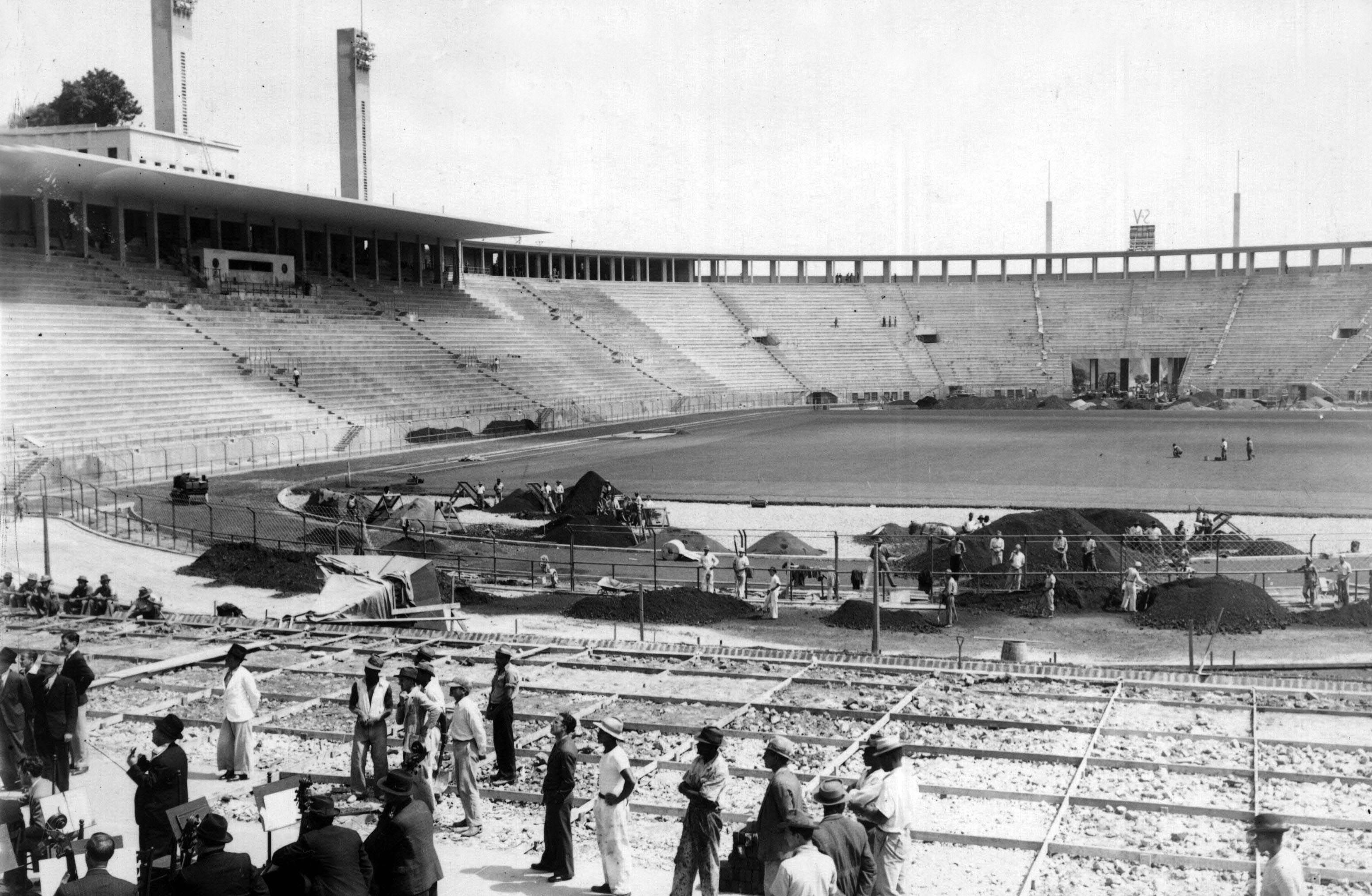 Construção do estádio do Pacaembu na década de 30