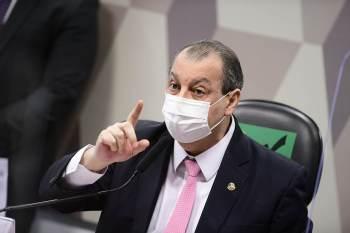 """Na resposta enviada à ministra Cármen Lúcia, comissão de inquérito afirma que líder do governo promove defesa 'frenética"""" e desleal'"""