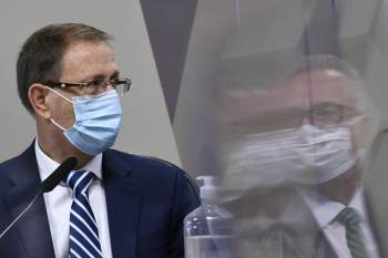 Logo no início da sessão, o empresário afirmou que exerceria o direito concedido pelo STF de ficar em silêncio