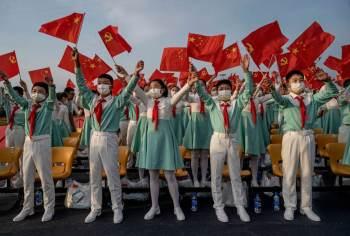 Presidente Xi Jinping quer focar em políticas que 'capturem' a juventude, mas as novas gerações cresceram em um país diferente dos tempos de Mao Tse Tung