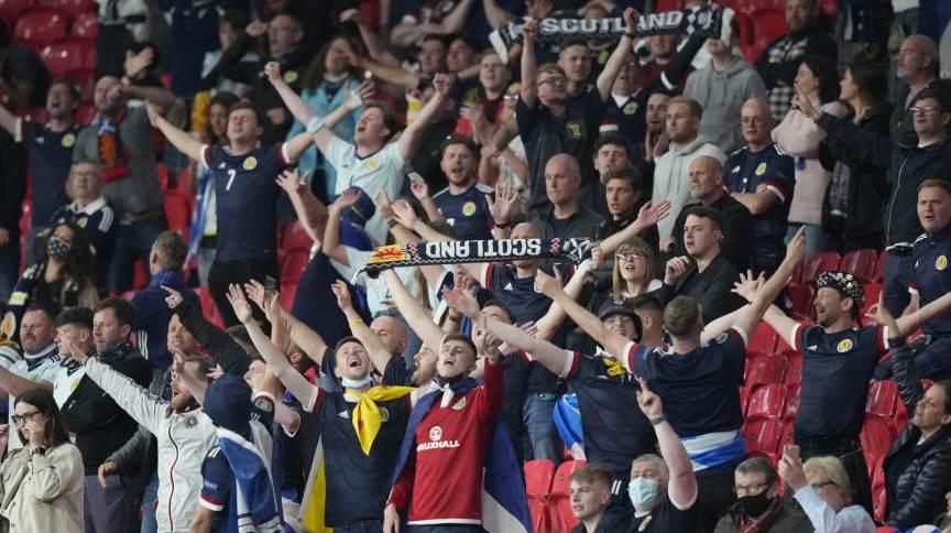 Torcedores em Wembley durante partida entre Inglaterra e Escócia pela Eurocopa